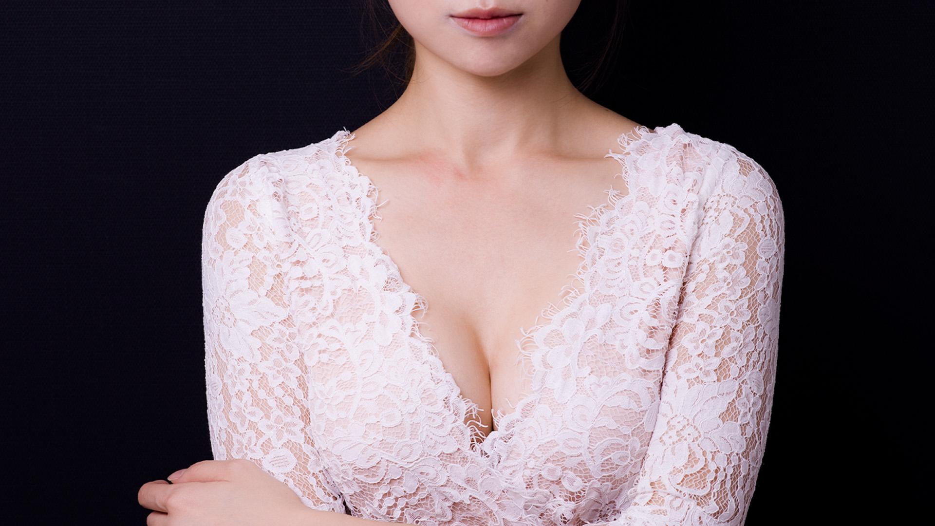 波力媚魔滴Motiva隆乳後,自然呈現的迷人乳溝