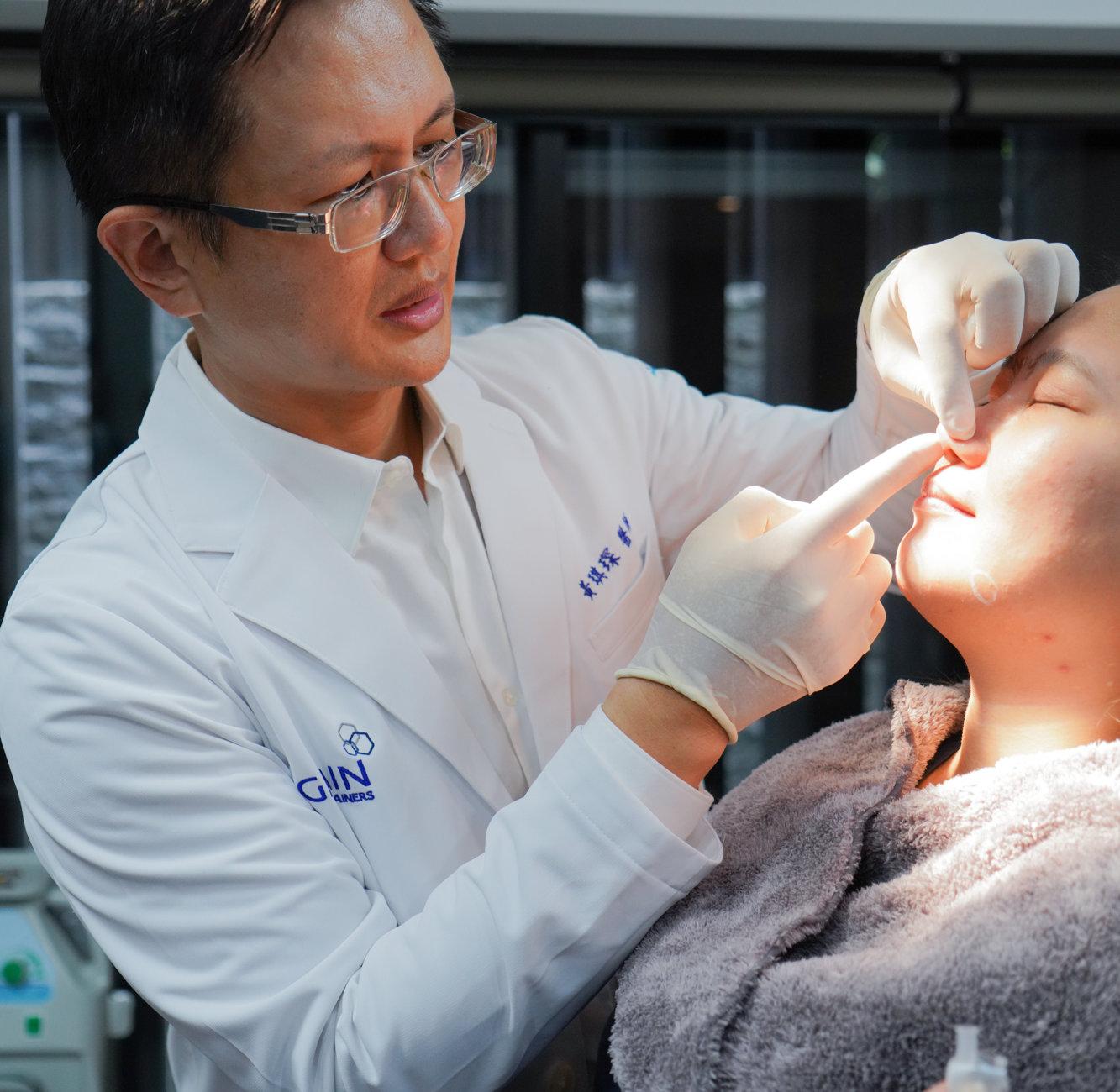 玻尿酸(Hyaluronic Acid)鼻子注射入針孔,由黃琪琛院長示範
