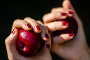 蜜桃絨果凍隆乳、光滑面果凍矽膠隆乳哪個好?術後不用按摩?